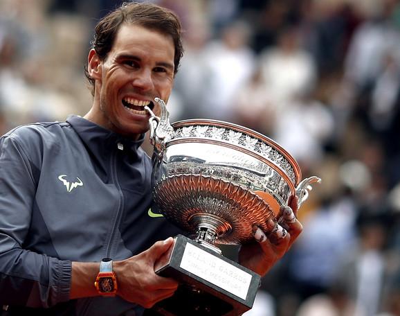Rafael Nadal sa rekordnom 12. titulom na Rolan Garosu osvojenom 9. juna 2019. godine nakon trijumfa nad Dominikom Timom