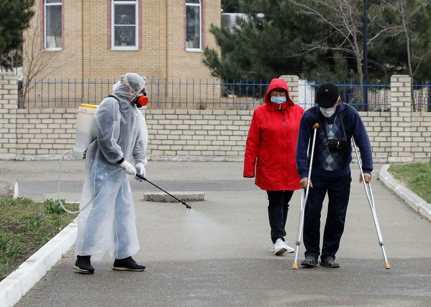 Dezynsekcja na terenie szpitala w Stawropolu (Rosja)