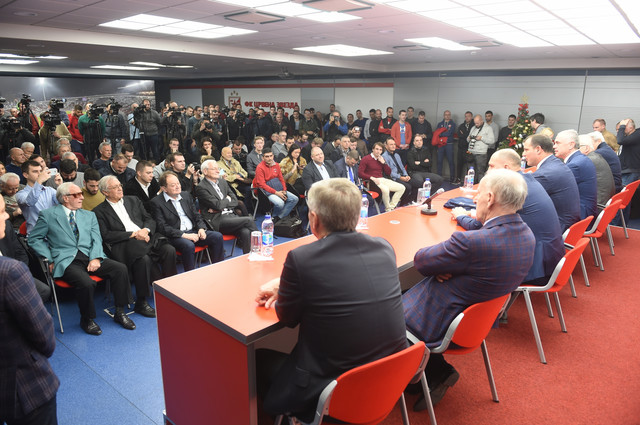 Dejan Stanković i rukovodstvo FK Crvena zvezda pred novinarima