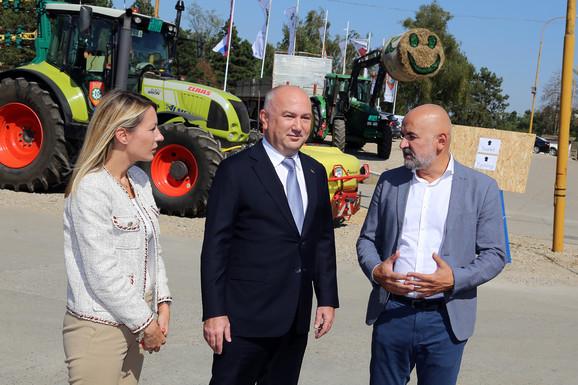 Dubravka Negre i Nenad Popović sa Vladimirom Crnojevićem na digtalnoj farmi
