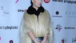 Ramona Rey w blond włosach
