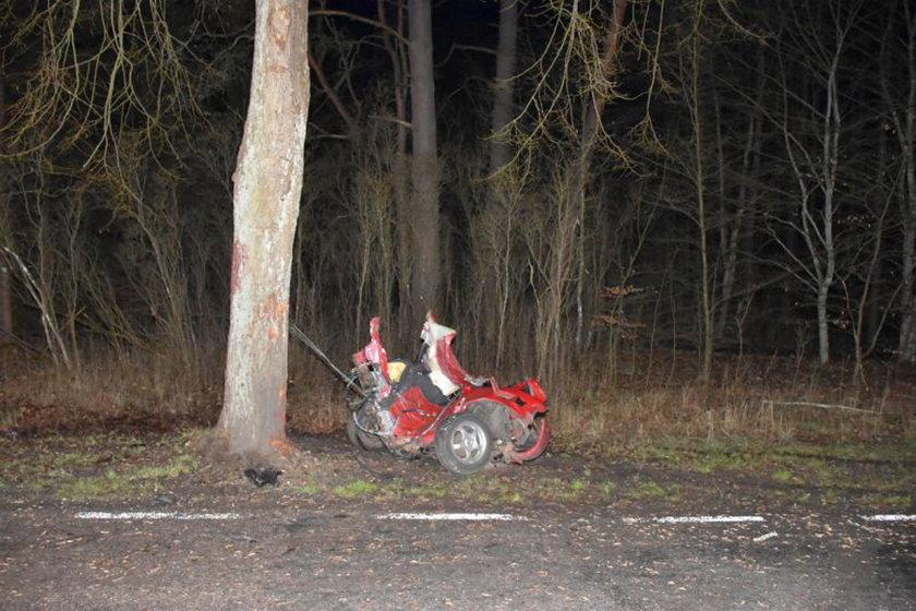 Horror pod Wieleniem. Samochód rozpadł się na pół. Przód wyrzuciło 21 metrów dalej
