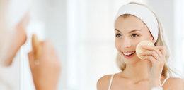Czym zmywać twarz? Oczyszczanie to podstawa pielęgnacji