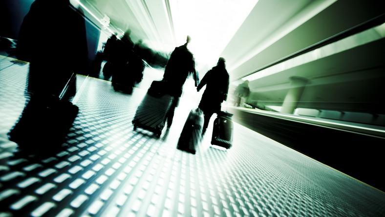 emigracja emigrant emigranci podroz lotnisko bagaz bagaze pasazer pasazerowie podrozni