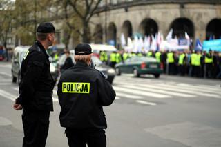 """Służba """"na wolnym powietrzu"""" - na swoje wyżywienie policjant dostaje 2,71 zł. KGP zabiera głos"""