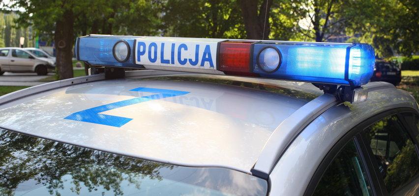 """Wyważyli drzwi do domu byłego policjanta, bo miał kierować pod wpływem alkoholu. """"Przy pomocy tarcz i gazu aresztowali podejrzanego"""""""