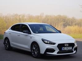 Hyundai i30 Fastback N-Line – sportowiec dla seniorów? | TEST