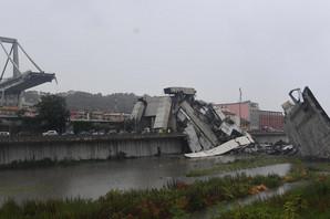 Svedok užasa u Italiji: Grom je pogodio most i nakon toga se SRUŠIO (VIDEO)