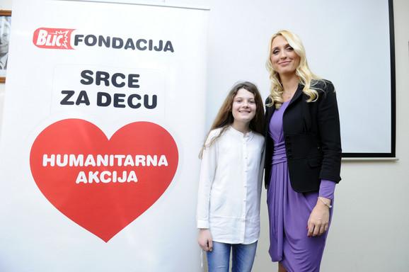 Devojčica Nađa Đurđanović je rođena sa oštećenim sluhom: Nađa i upraviteljica Blic fondacije Jelena Drakulić Petrović