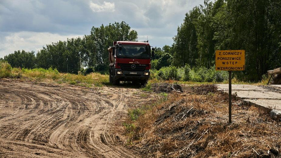 Kopalnia piachu w okolicy wsi Porszewice własności archidiecezji Łódzkiej w rejonie chronionego rezerwatu gradow