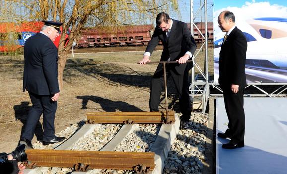 Premijer Vučić zavrće prve šrafove na budućoj brzoj pruzi