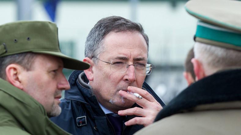 Szef MSW Bartłomij Sienkiewicz w czasie wizyty na przejściu granicznym w Medyce