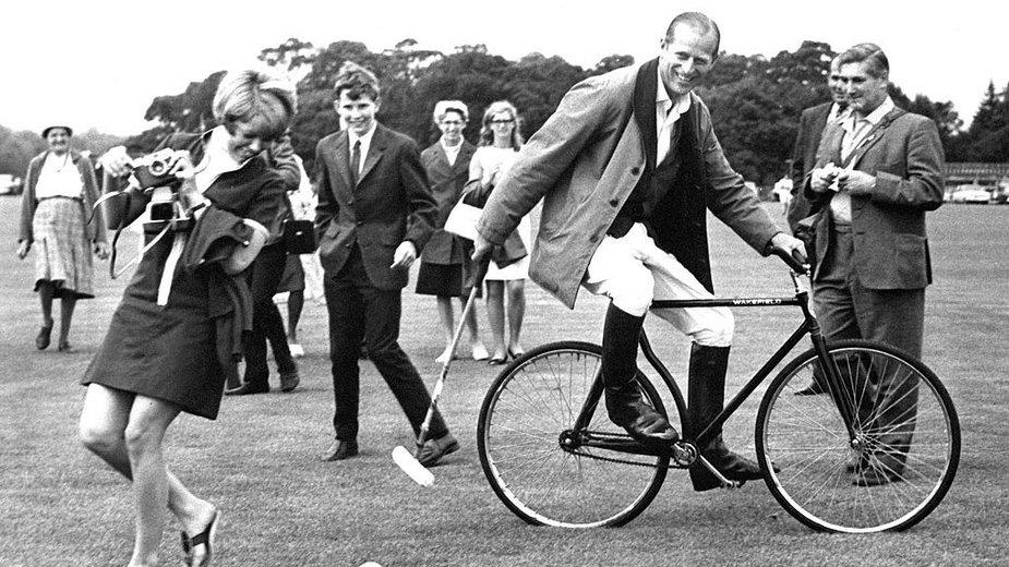 Książę Filip podczas treningu gry w polo w 1964 r.