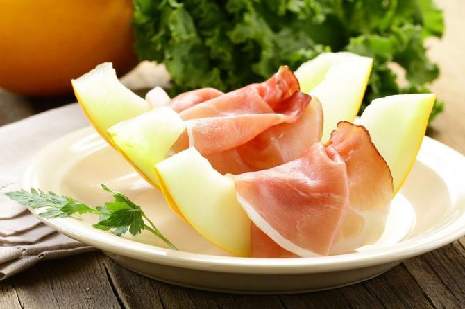 Dinju, kao i svo voće bogato šećerima, najbolje je jesti samu