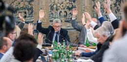 Skandaliczne zachowanie posłów. To robili nocą w Sejmie!