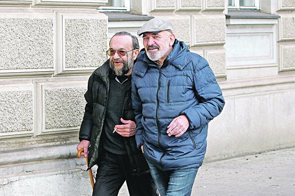 Profesor Božin Vlašković (sa štapom) i bivši sekretar fakulteta Zoran Simić