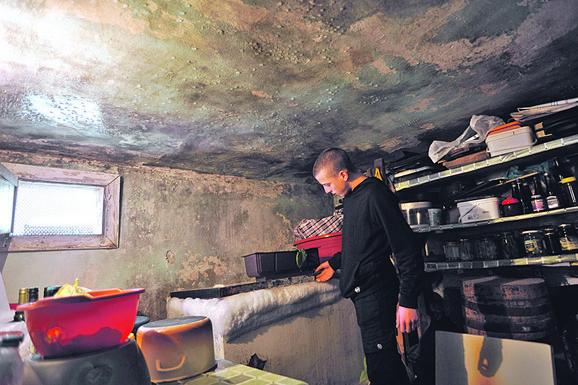 Uslovi u kojima je porodica živela bili  su katastrofalni