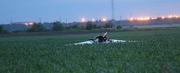 Avion se srušio u Zemun Polju