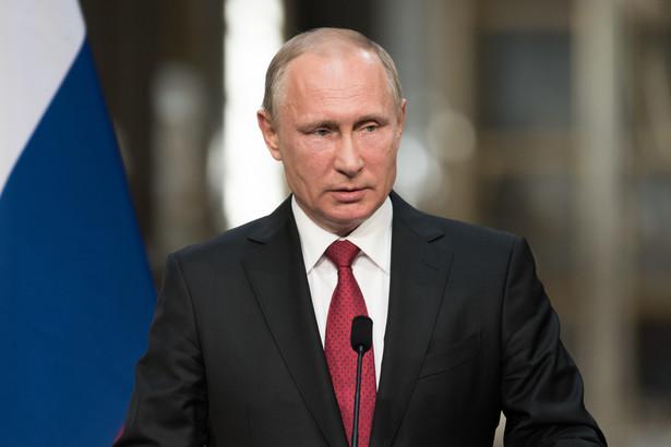 W Soczi, podczas pierwszego w historii szczytu Rosja-Afryka, bliski współpracownik prezydenta Władimira Putina, oligarcha Konstantin Małofiejew, objęty zachodnimi sankcjami za wspieranie separatystów na Ukrainie, obiecał doradzać trzem krajom, jak pozyskać 2,5 mld dol.