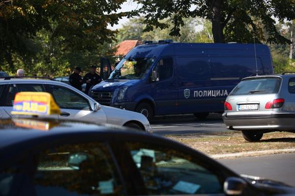Policija u Bloku 70