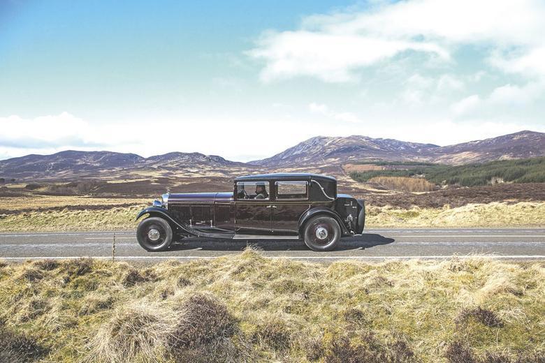 Jedzie król: 85 lat temu Bentley 8 Litre był największym brytyjskim samochodem – rozstaw osi mierzył aż 4 m. Niezależnie od karoserii (zamawianej wówczas w osobnych firmach) Bentley gwarantował prędkość maksymalną 160 km/h