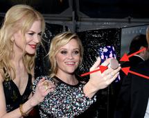 PopSocket ułatwią utrzymanie telefonu podczas robienia selfie. Na zdjęciu: Nicole Kidman, Reese Witherspoon i Keith Urban