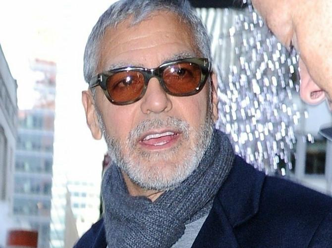 Kluni više ne izgleda ovako: Promenio je samo JEDNU STVAR na licu i svi kažu da se PODMLADIO ZA DECENIJU