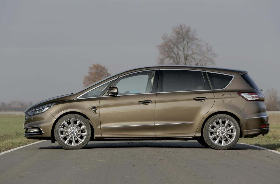 ford s max vignale bardzo ambitny test dane techniczne opinie moto. Black Bedroom Furniture Sets. Home Design Ideas