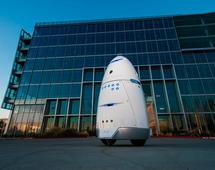 Roboty firmy Knightscope patrolują zwykle parkingi i okolice biurowców