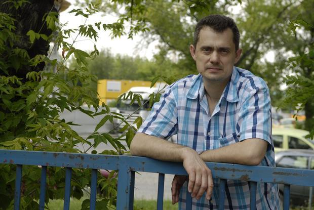 """Artur Górski - autor książki """"Masa. O kobietach polskiej mafii"""" (fot. Maciej Andrzejewski)"""