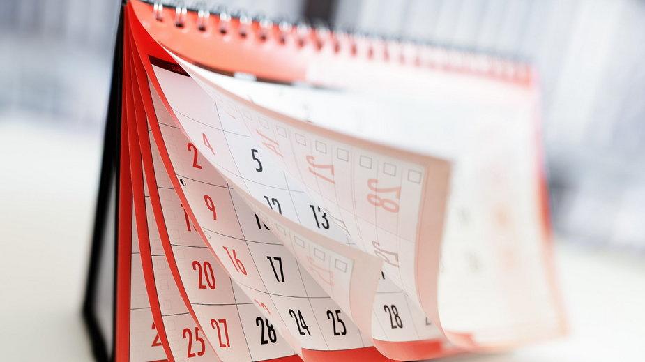 Dni wolne 2021. Kalendarz dni wolnych. Kiedy święta i długie weekendy?