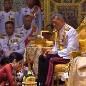 """Tajlandski kralj posle samo tri meseca oduzeo kraljevske titule svojoj KONKUBINI:""""Loše se ponašala i bila je NEZAHVALNA"""""""