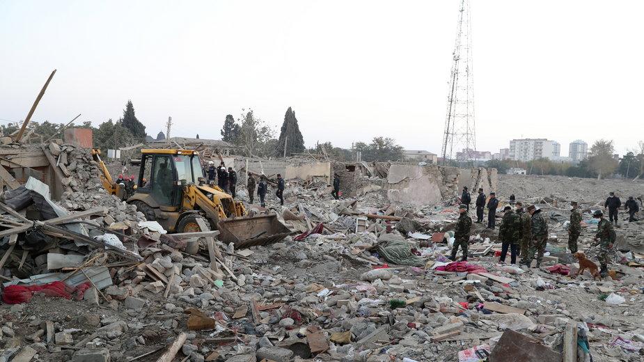 Zniszczenia w mieście Gandża po ataku rakietowym