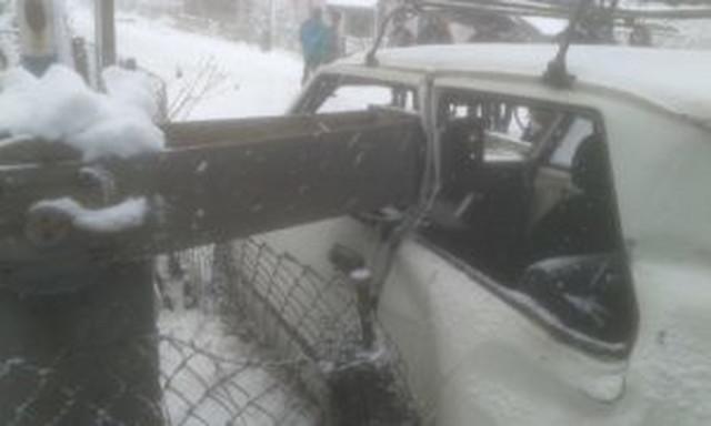 U Drenovcu vozač polomio rampu pa se sudario sa vozom