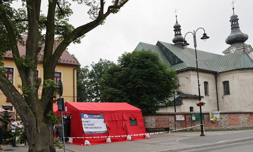 Ksiądz w Gromniku nie zgodził się na szczepienie pod kościołem.