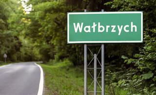 Wałbrzych: Rada miasta przyjęła uchwałę o obowiązkowym szczepieniu przeciw COVID-19