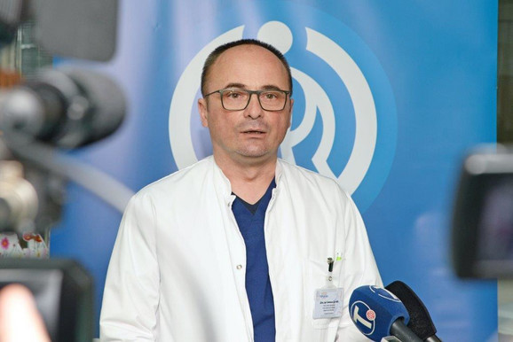 Dr Siniša Dučić