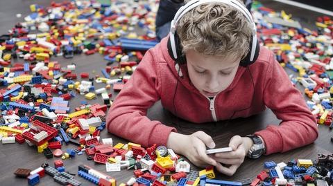 Coraz więcej dzieci nie wyobraża sobie życia bez smartfona