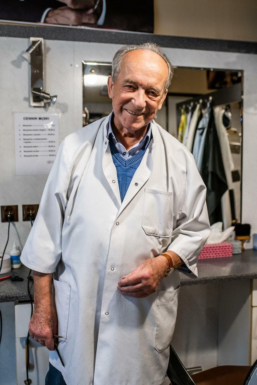 Strzygłem Dziwisza, kiedy był zwykłym księdzem. Oto najstarszy fryzjer męski w Polsce