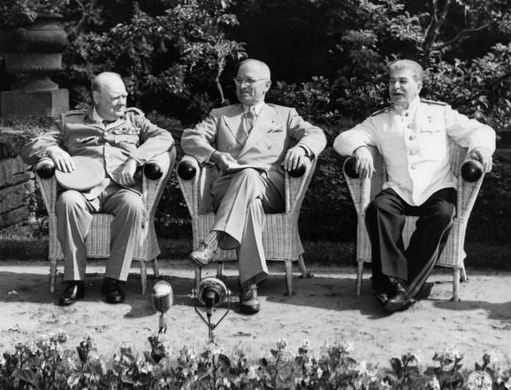 Ćerćil, Truman, Staljin (s leva na desno)