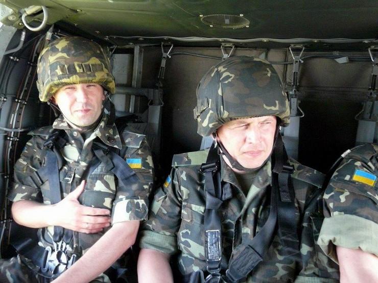 444382_ukrainianarmycombatsoldierhelmetcombatuniformsukrainearmy001