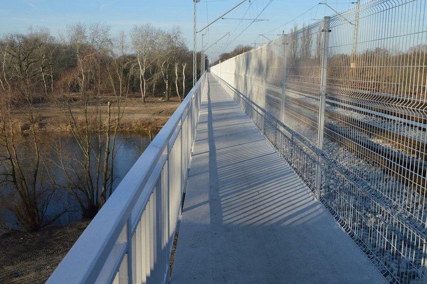 Zakończono budowę kładki przy moście kolejowym na Starołęce