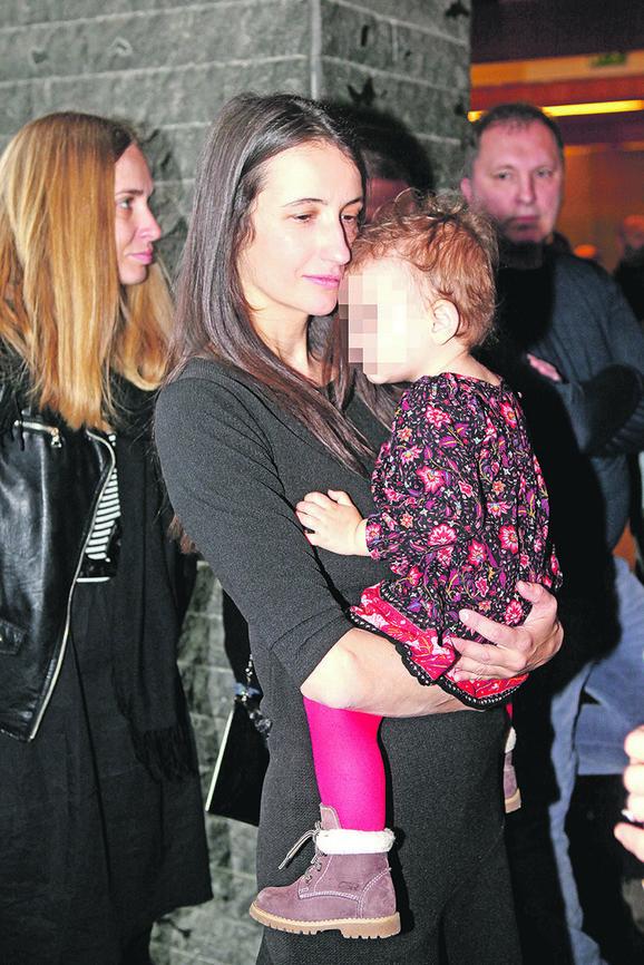 Glogovčeva supruga Milica sa njihovom ćerkicom Sunčicom u JDP