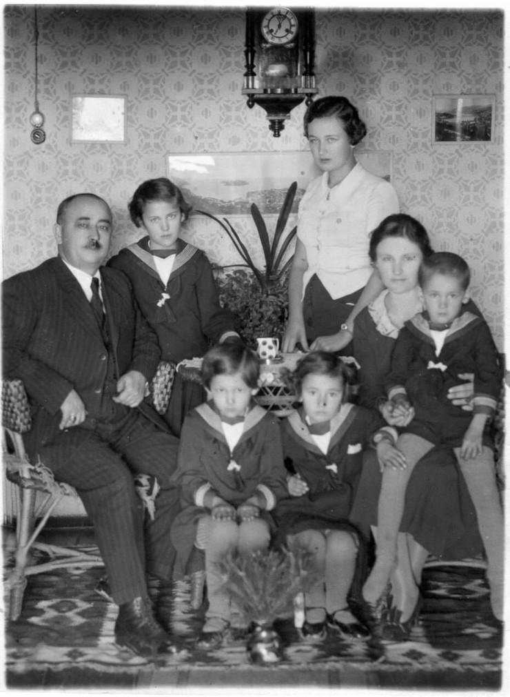 386333_andrija-mirkovic-sa-porodicom-10.1.36-uzice