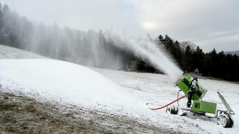Naśnieżanie stoku narciarskiego Laworta w Ustrzykach Dolnych