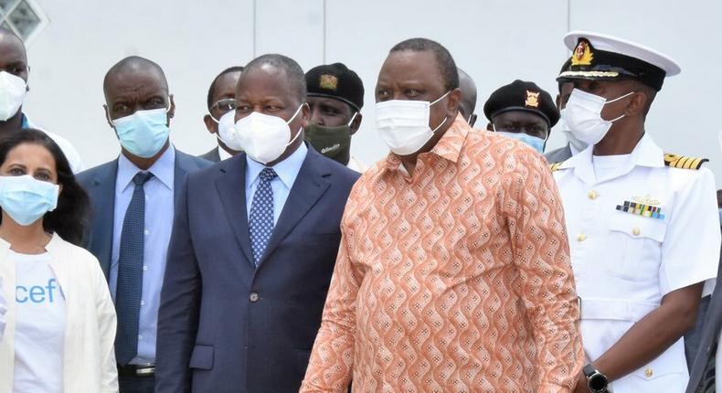 Health CS Mutahi Kagwe with President Uhuru Kenyatta when they visited the Kitengela Vaccine storage facility