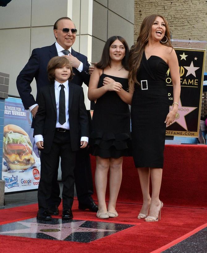 Talija sa suprugom i decom : Motola ima Zvezdu na Bulevaru slavnih