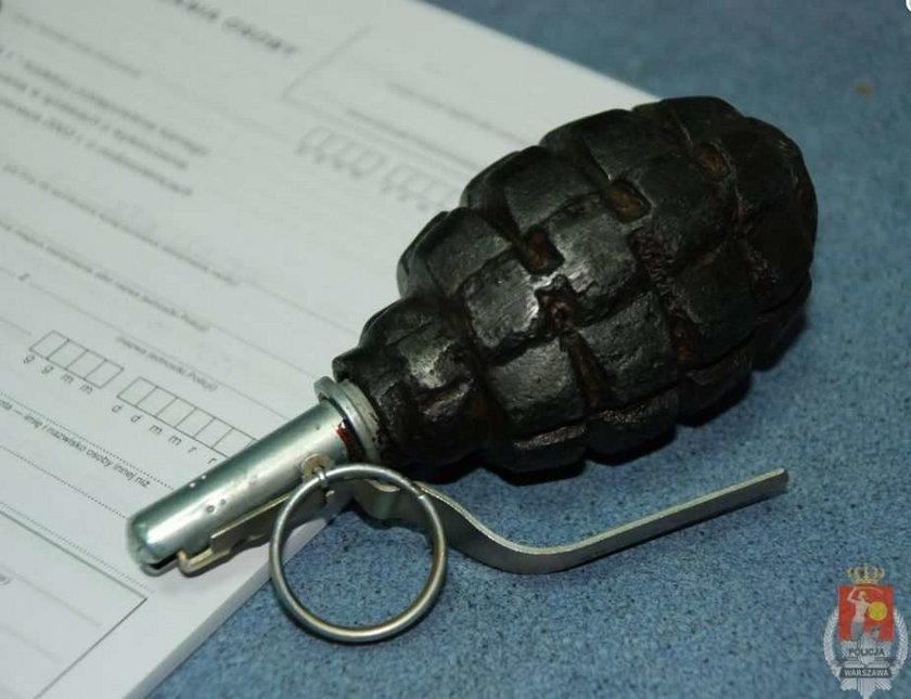 Szaleniec groził granatem obrońcom krzyża!