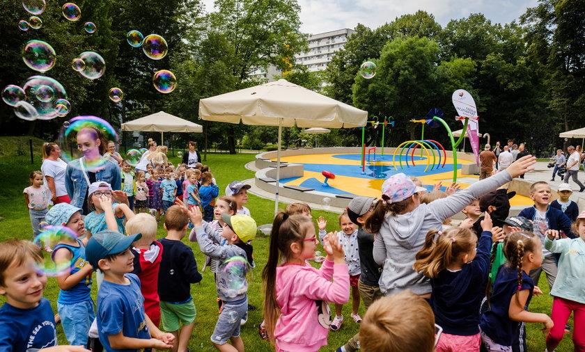 Otwarcie wodnego placu zabaw na osiedlu Tysiąclecia w Katowicach.