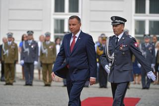 Prezydent wręczył nominacje generalskie. Generał Rajmund Andrzejczak naczelnym dowódcą na czas wojny
